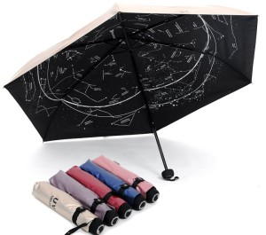 Paraguas con las constelaciones en el fondo